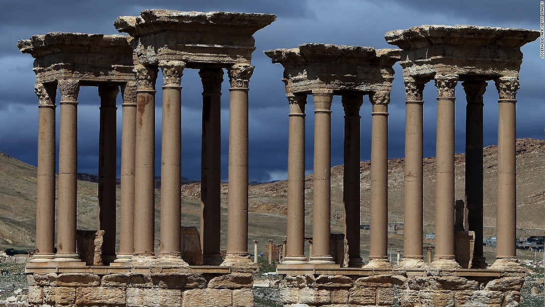 ISIS seizes another Iraqi town, expands hold in Syria's ancient Palmyra