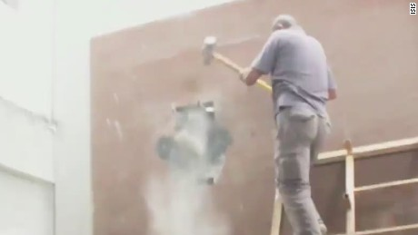 New video shows ISIS fighters ransacking museum