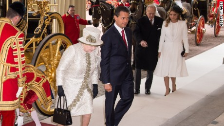 LONDON, ENGLAND - MARCH 03: Queen Elizabeth II and the Duke of Edinburgh accompany the President of the United Mexican States, Senor Enrique Pena Nieto and Senora Angelica Rivera de Pena to Buckingham Palace on March 3, 2015 in London, England. The President of Mexico, accompanied by Senora Angelica Rivera de Pena, are on a State Visit to the United Kingdom as the guests of Her Majesty The Queen from Tuesday 3rd March to Thursday 5th March. (Photo by Ian Gavan - WPA Pool /Getty Images)