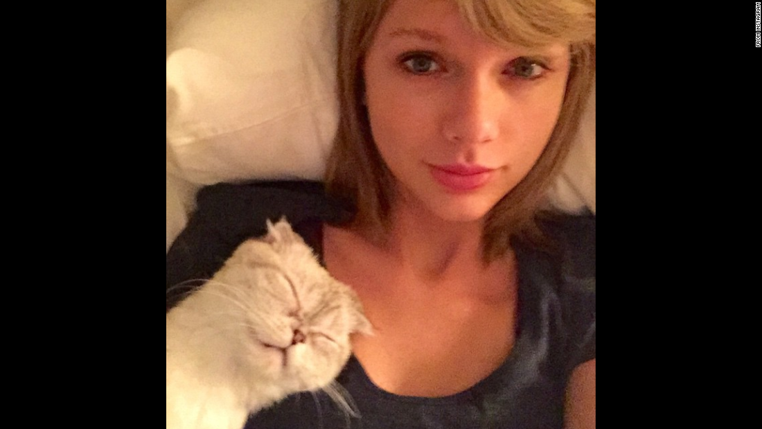"""I woke up like thissss (With a cat on me),"" wrote singer Taylor Swift in this selfie <a href=""https://instagram.com/p/z3MfSjDvN5/?modal=true"" target=""_blank"">she posted</a> on Thursday, March 5."