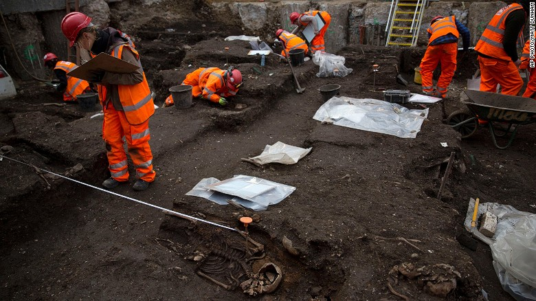 Thousands excavated from 'Bedlam' burial ground