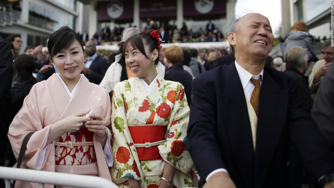 At Paris' prestigious Prix de l'Arc de Triomphe, women in traditional Japanese dress appear to take more enjoyment from their companion's pain than the race itself.