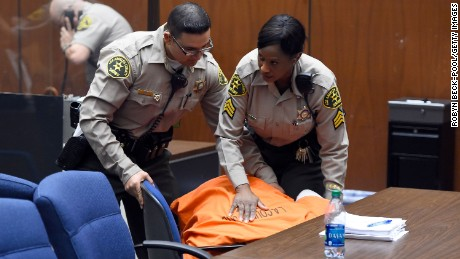 Former rap mogul Suge Knight collapses in court