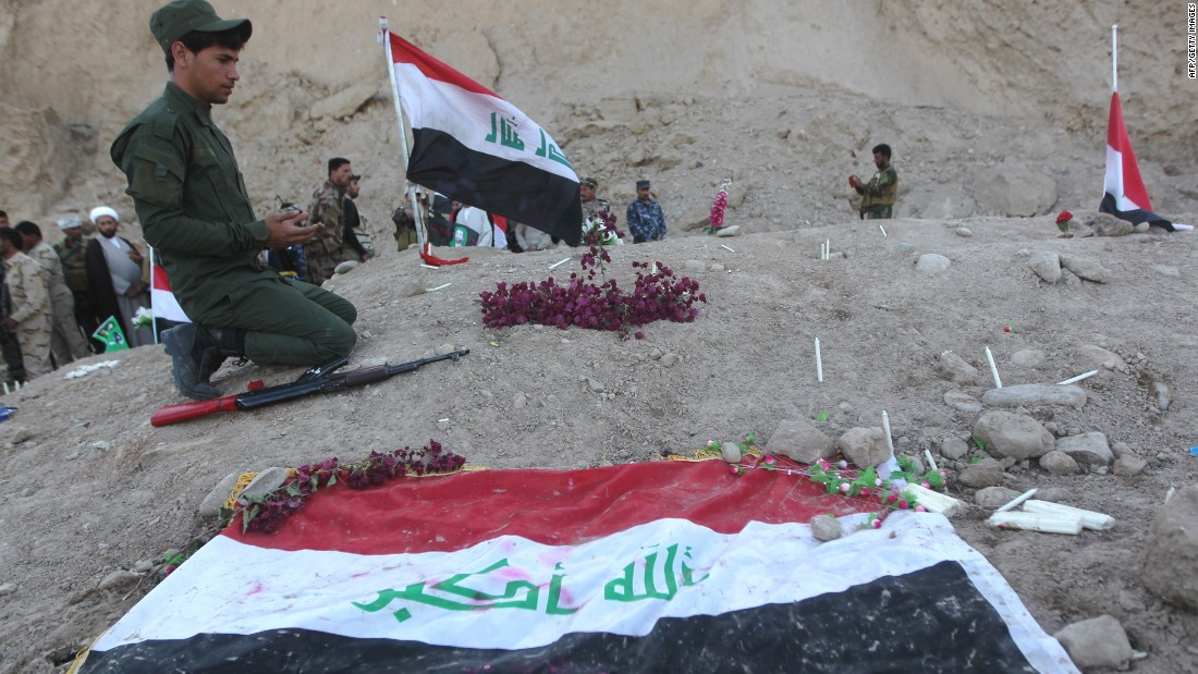 Mass graves in Tikrit might contain 1,700 bodies