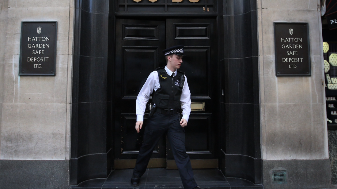 Hunt for thieves after $300M jewel heist