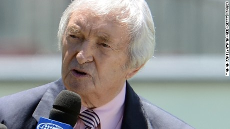 Legendary Australian cricketer and commentator Richie Benaud hosts a talk-show during the lunch break on the fourth day of the third cricket Test match between Australia and Sri Lanka at the Sydney Cricket Ground on January 6, 2013. AFP PHOTO/ MANAN VATSYAYANA IMAGE STRICTLY RESTRICTED TO EDITORIAL USE - STRICTLY NO COMMERCIAL USE (Photo credit should read MANAN VATSYAYANA/AFP/Getty Images)