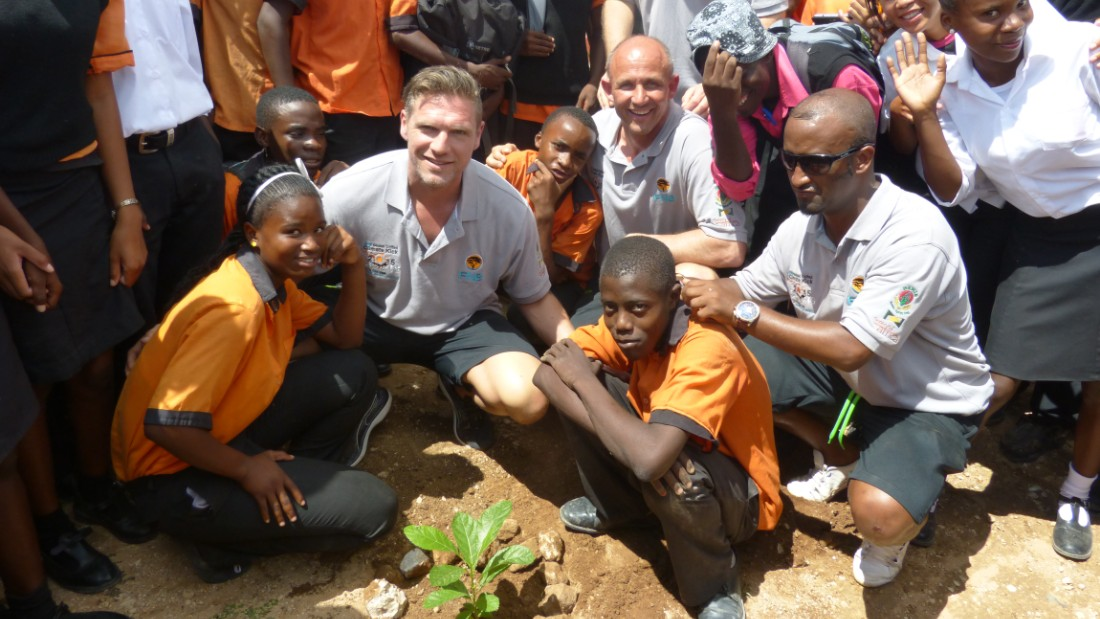 Global United players teamed up with footballers and schoolchildren to plant more than 550 new trees during the visit to Namibia. Driller, Baumgartner and Goraseb show them how it is done and play their part in the U.N. Billion Tree Campaign to combat global warming.