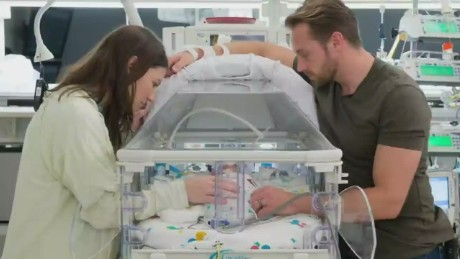 Mom delivers rare all-female quintuplets