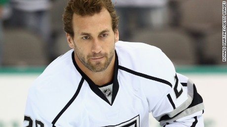 Caption:DALLAS, TX - NOVEMBER 04: Jarret Stoll #28 of the Los Angeles Kings at American Airlines Center on November 4, 2014 in Dallas, Texas. (Photo by Ronald Martinez/Getty Images)