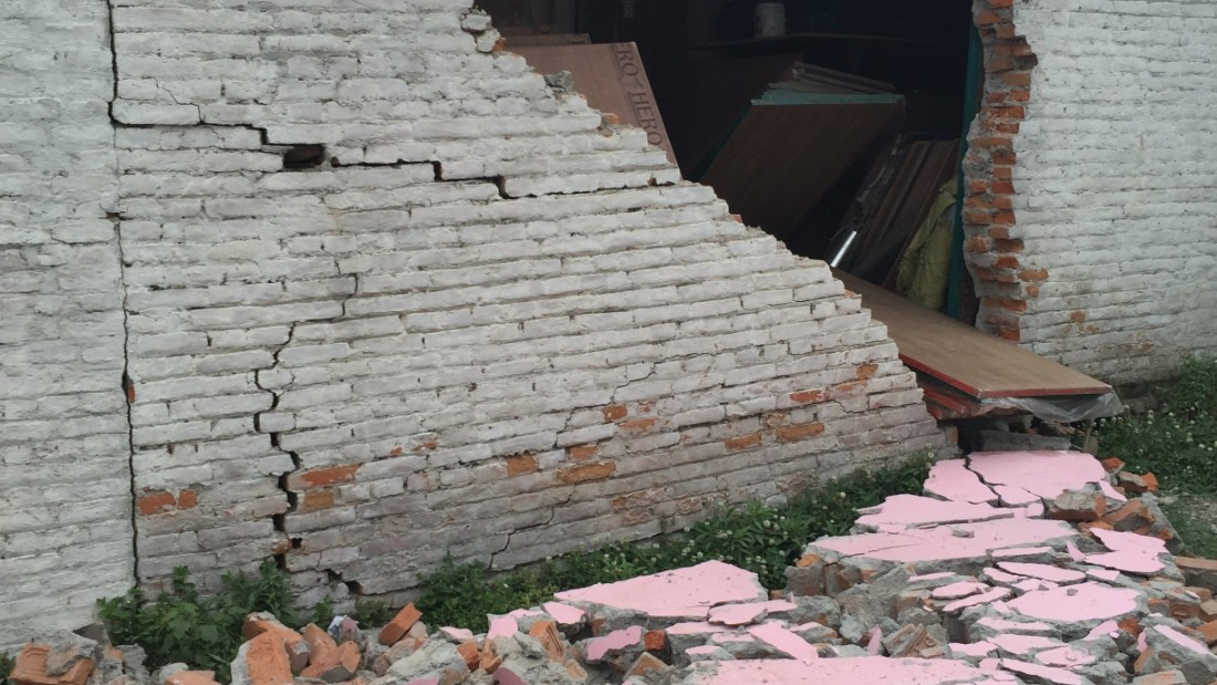Young, an American who lives in Nepal, took images of destruction.