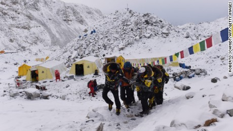 Everest earthquake puts Nepal's economy at risk