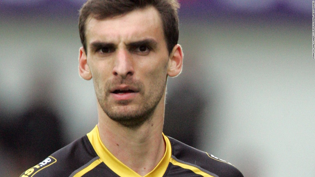 Lokeren announced the death of its defender Gregory Mertens on Thursday. The 24-year-old suffered a cardiac arrest on the football field during a reserve game on Monday.