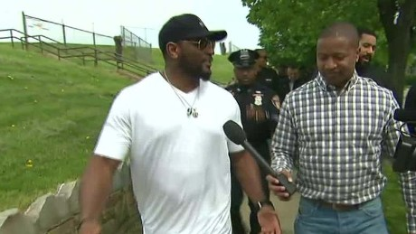 nr young intv ray lewis_00003930.jpg