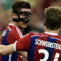 bayern barcelona lewandowski celebrates