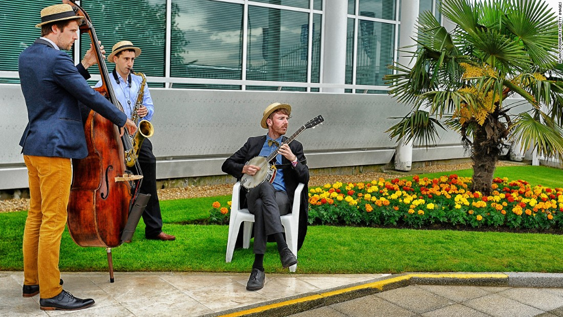 In truth, though, Epsom has something for everyone. Here, a modest trio entertain the passing crowds.