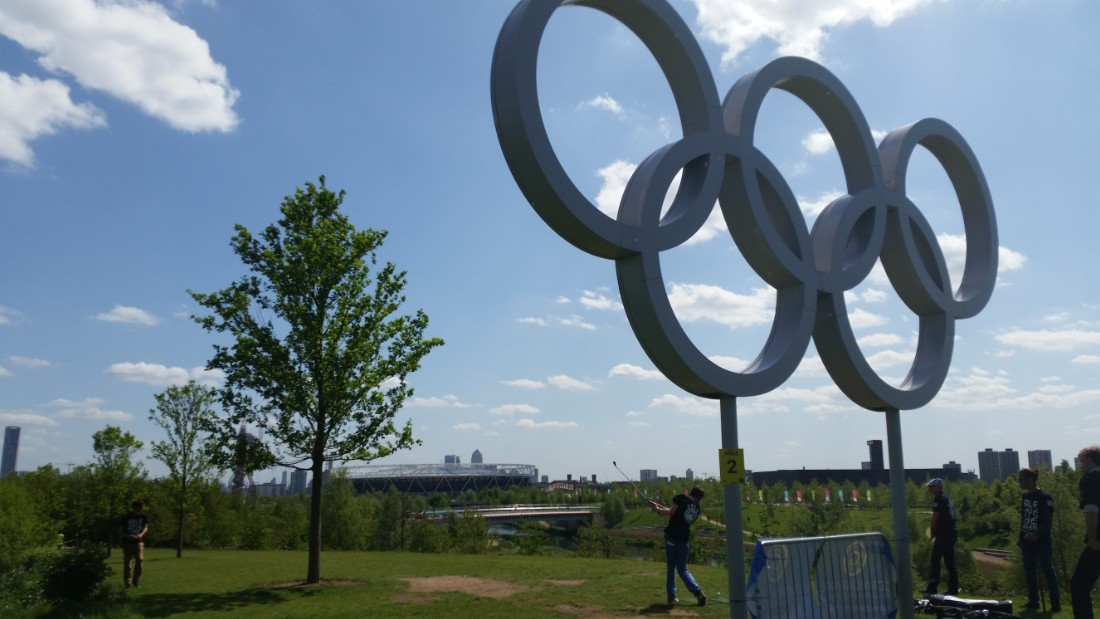 A monument to London's hosting of the Games in 2012, the Olympic rings marks the start of hole two.