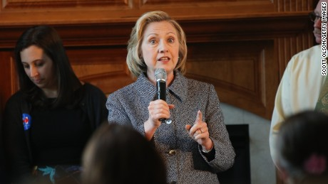 Report: Clinton staff kept tight reins on email