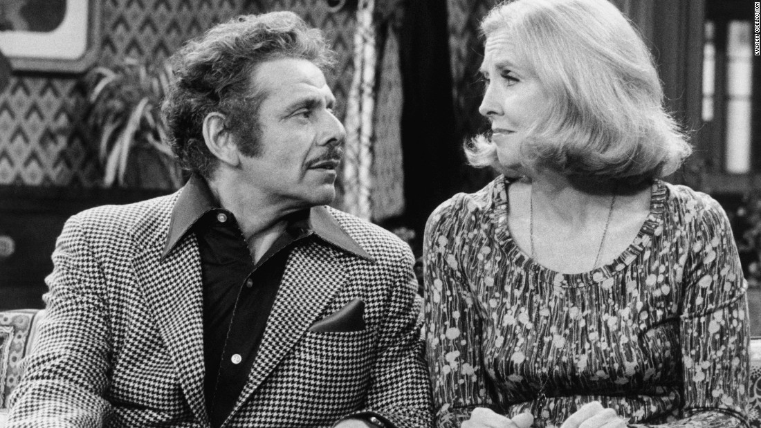 "Meara and Stiller on an episode of ""Rhoda"" in 1976.  Meara appeared on the third season of the series as Sally Gallagher."