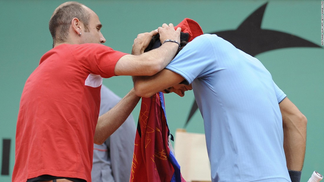 Federer held a press conference Sunday criticizing security at Roland Garros, and recalled the 2009 incident when a fan interrupted his French Open final against Robin Soderling.