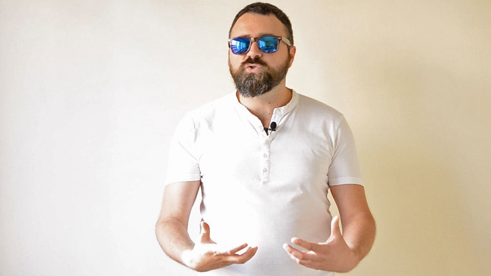 Sex Gallery man with two fists in ass