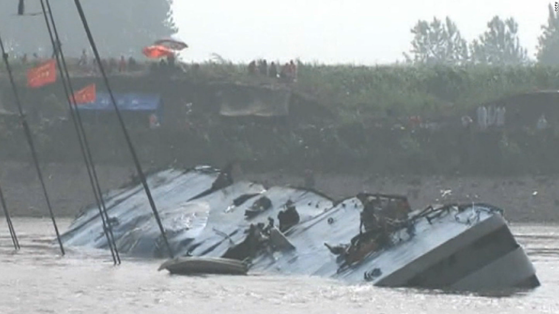 Stricken Chinese cruise ship lifted from Yangtze River; hundreds of bodies recovered