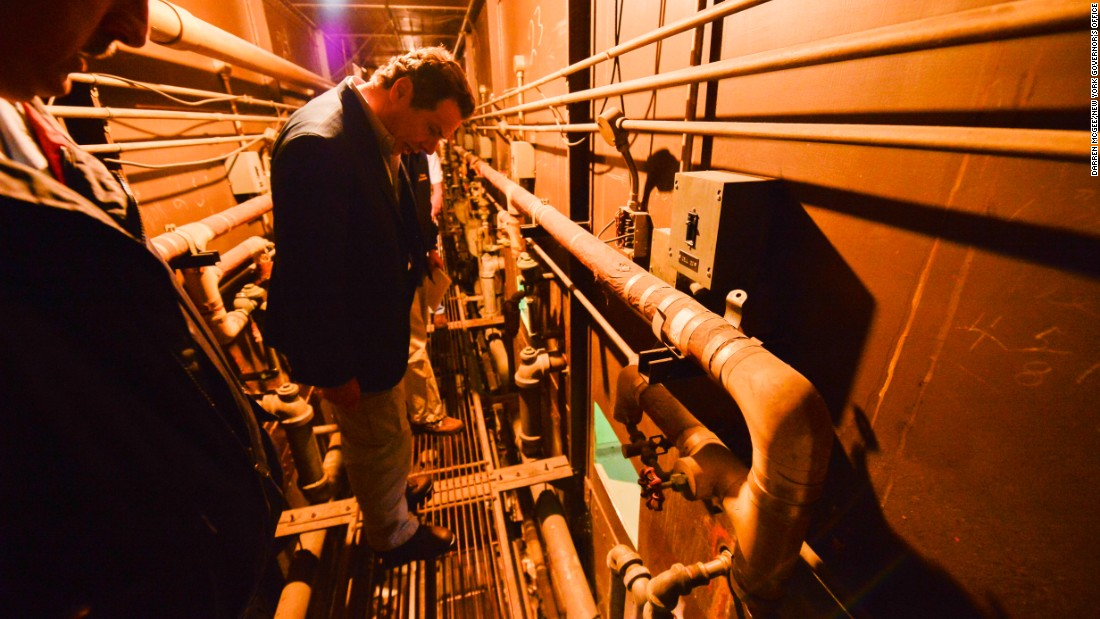 Gov. Cuomo studies the maze of pipes the prisoners navigated during their escape.