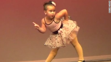 girl dances to aretha franklin sot newday_00005912