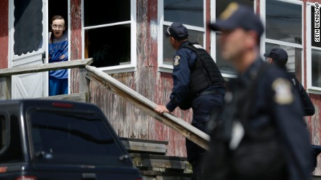 Manhunt for escaped New York prisoners