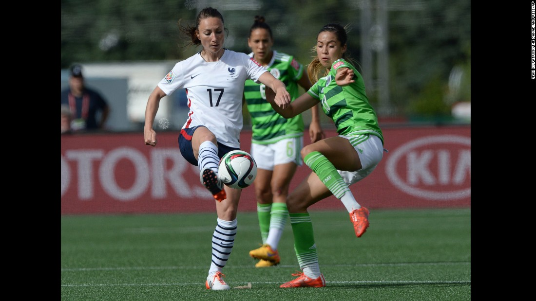 Mexico's Greta Espinoza, right, takes o France's Gaetane Thiney during the second half.