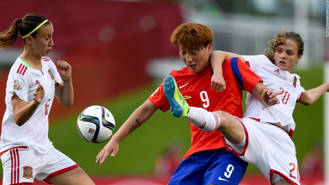 Eunsun Park of South Korea is challenged by Irene Paredes of Spain.