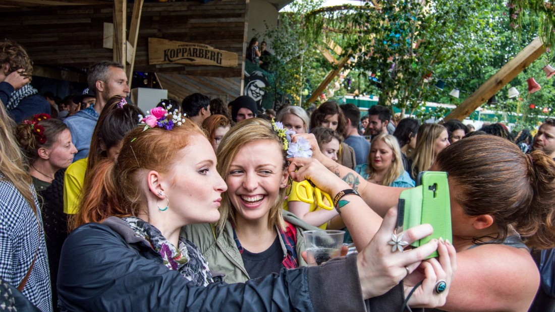 "Sanjar has been able to spread the joy of flowers at various events, like the London Scandi pop-up music festival, <a href=""http://kopparbergurbanforest.com/urban-forest/"" target=""_blank"">Koppaberg's Urban Forest</a>."