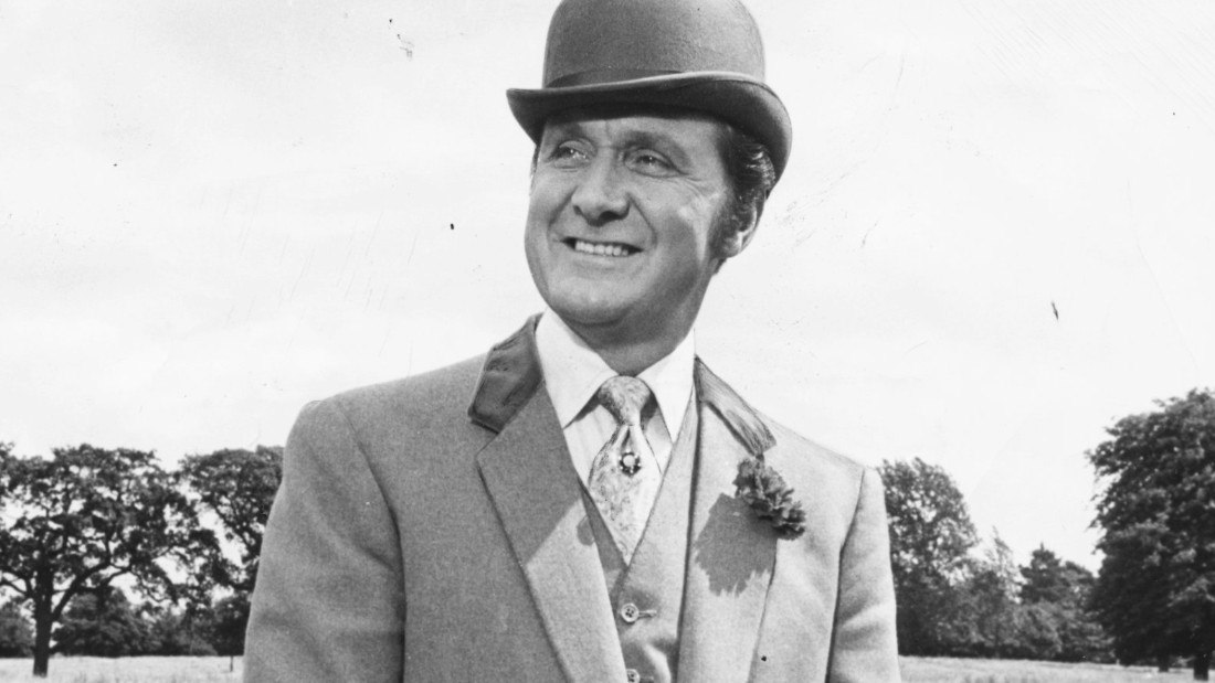 "Patrick Macnee is best-known for playing debonair secret agent John Steed on ""The Avengers."""