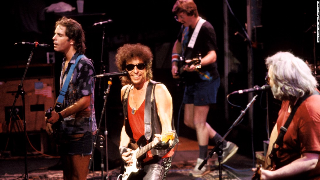 Bob Dylan performs with the Dead in 1986.