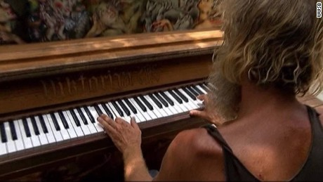 homeless piano man florida pkg _00002519.jpg