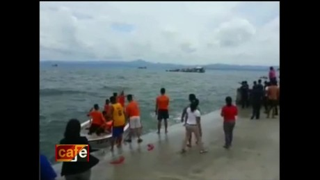 cnnee brk oraa cafe filipinas boat sinks_00001130.jpg