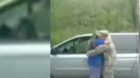 soldier gets help from cops to surprise mom good stuff Newday _00004619