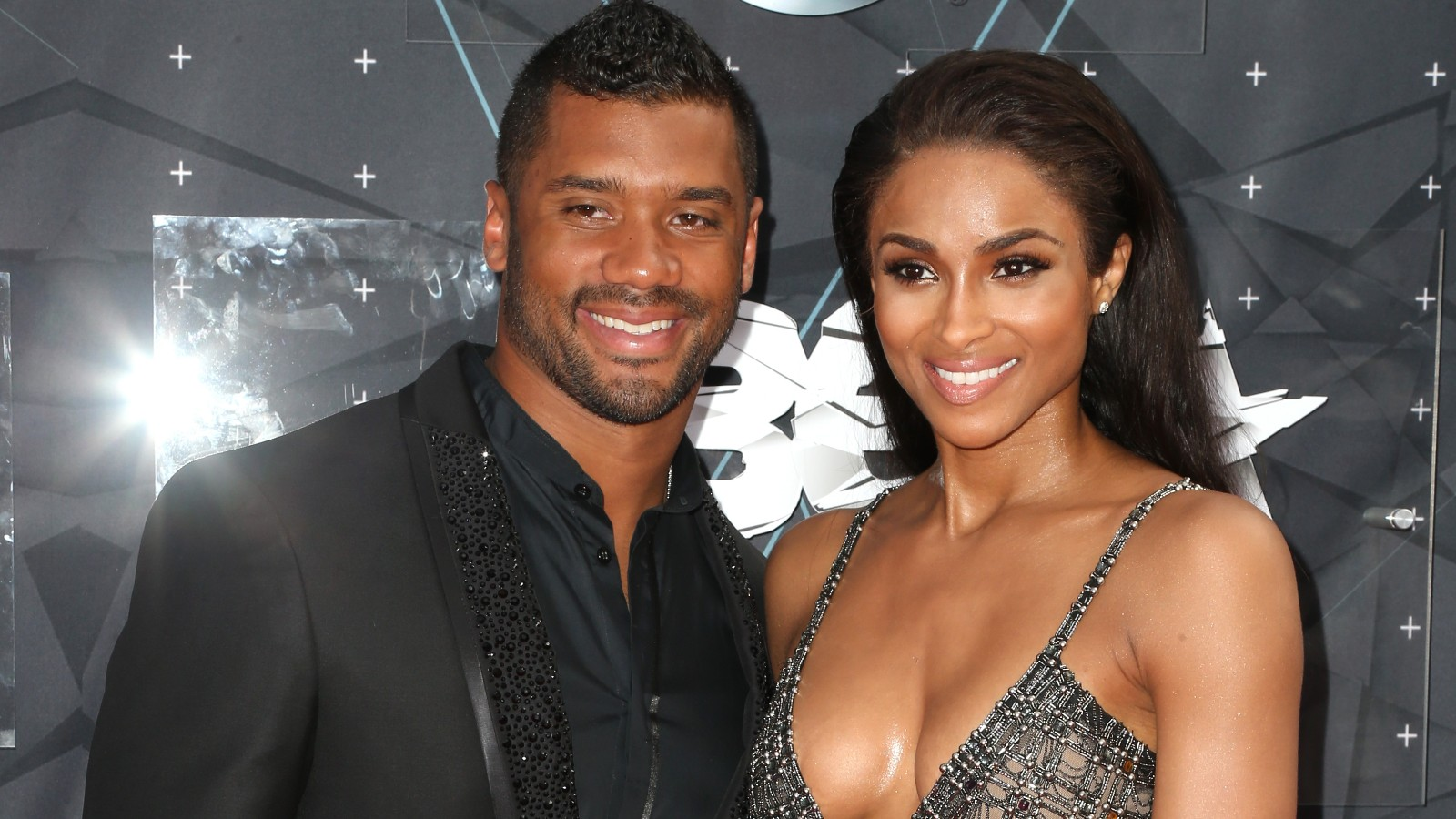 Twitter BLASTS Ciara And Russell Wilson For Awkward Date Night - MTO News