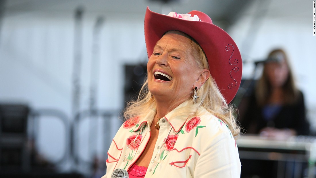 "<a href=""http://www.cnn.com/2015/07/31/entertainment/lynn-anderson-singer-rose-garden-dies-feat/index.html"" target=""_blank"">Lynn Anderson</a>, whose version of the song ""(I Never Promised You A) Rose Garden"" was one of the biggest country hits of the 1970s, died on July 30. She was 67."