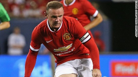 CHICAGO, IL - JULY 29: Wayne Rooney #10 of Manchester United passes against Paris Saint-Germain during a match in the 2015 International Champions Cup at Soldier Field on July 29, 2015 in Chicago, Illinois. Paris Saint-Germain defeated Manchester United 2-0. (Photo by Jonathan Daniel/Getty Images)