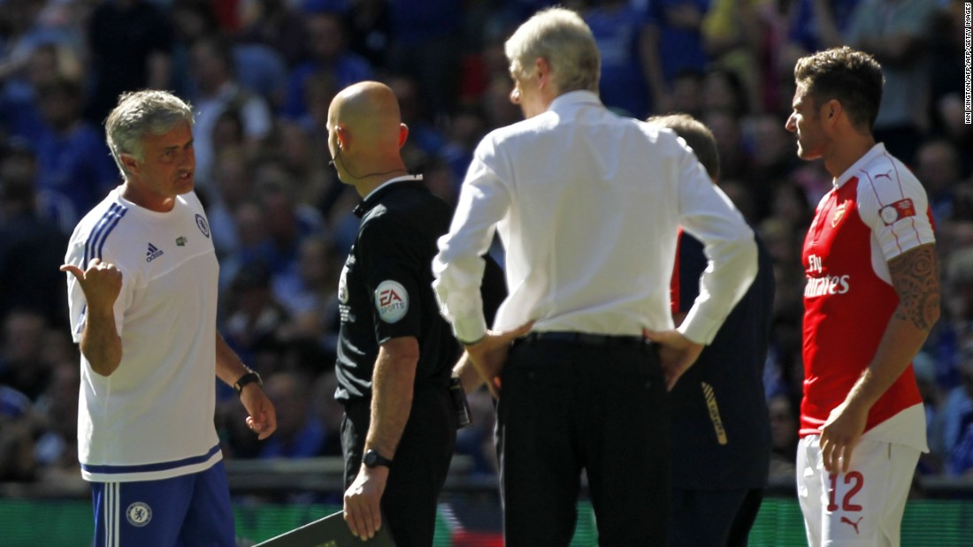 Arsenal manager Arsene Wenger (back turned) ended a 13-match winless run against his Chelsea counterpart Jose Mourinho (left).