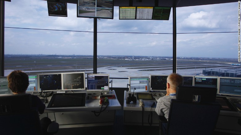 Report: Air traffic controllers struggle with fatigue