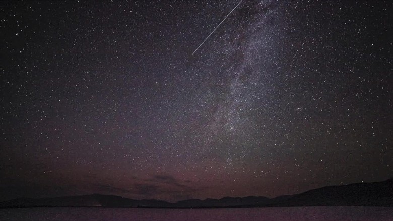 See stunning time-lapse of Perseid meteor shower