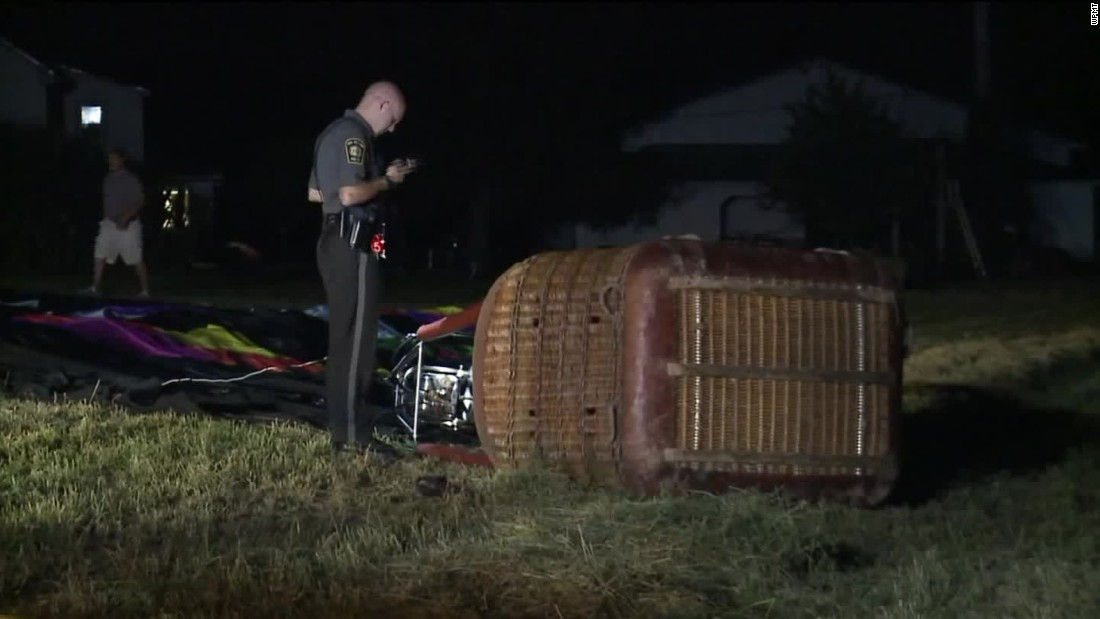3 injured when hot air balloon lands on electrical wires