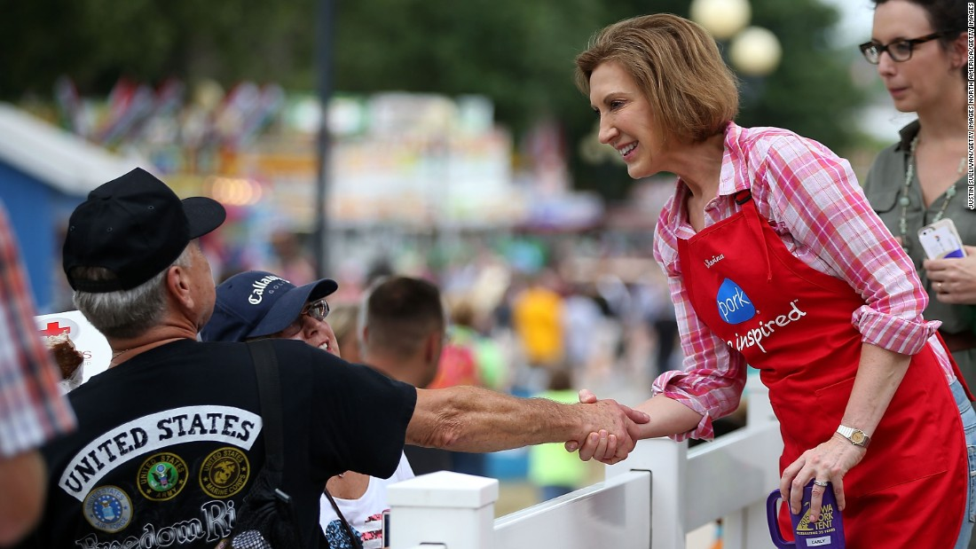 Fiorina greets fairgoers at the Iowa Pork Producers tent on August 17.