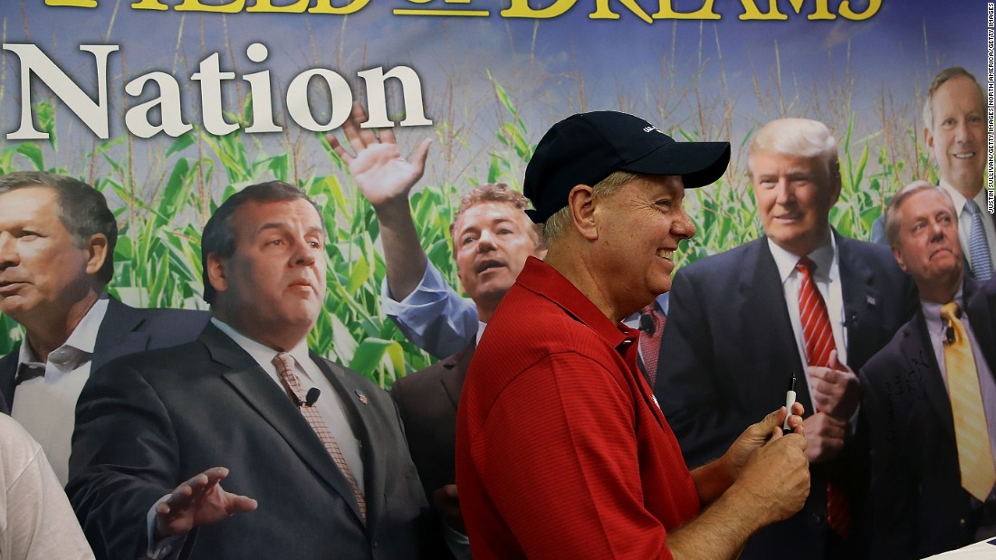 Graham visits the booth of Iowa's Republican Party on August 17.