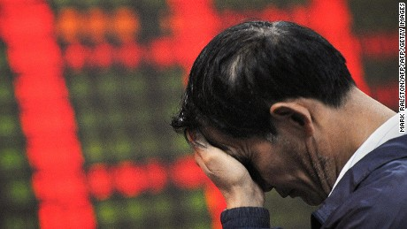 A Chinese investor reacts in front of a stock price board showing falling prices at a private security firm in Shanghai on October 6, 2008.  Chinese share prices closed down 5.23 percent as persistent financial jitters in the United States outweighed news that margin trading would begin on a trial basis. The Shanghai A-share index fell 126.06 points, or 5.23 percent, to 2,282.81 points on turnover of 47.2 billion yuan, while the Shenzhen A-share index was down 24.20 points, or 3.75 percent, to 620.75 on turnover of 21.8 billion yuan.     AFP PHOTO/Mark RALSTON (Photo credit should read MARK RALSTON/AFP/Getty Images)