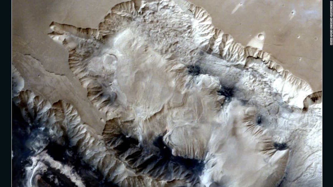 India's spacecraft shoots stunning images of Martian landscapes