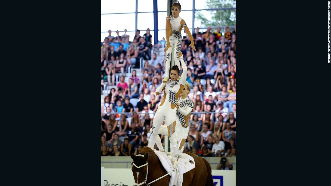 Germany's RSV Neuss-Grimlinghausen won the squads vaulting final freestyle test at Aachen.