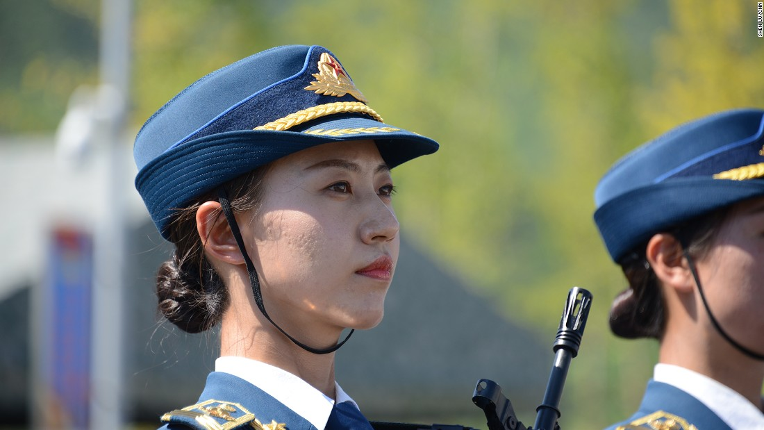 Cheng Cheng, a female squadron commander, told a group of reporters that the toughest part for female honor guards is to hold on to the heavy rifles while standing. The rifles weigh 7.17 pounds.