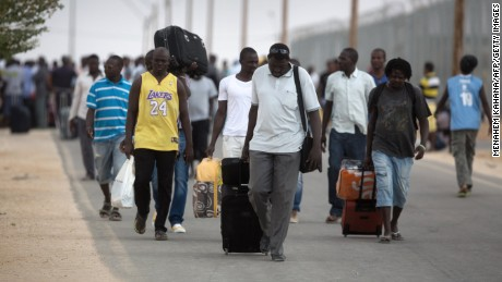 African migrants depart the Holot Detention Center in Israel's Negev desert on August 25, 2015.